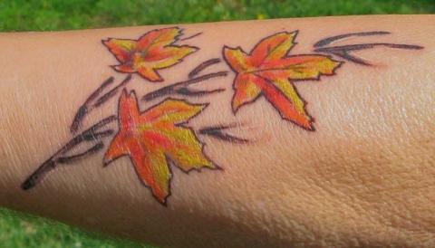 Цветная татушка - листья