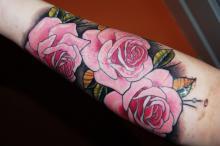 Тату роз на руке