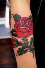 Татуировка красной розы