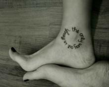 Тату надписи для девушек на ноге