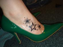 Тату для девушек звезды на ноге