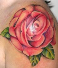 Тату для девушек роза на плече
