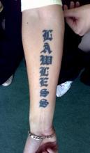 Тату для девушек надпись на руке